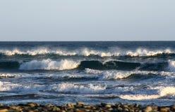 Golven in de Atlantische Oceaan Stock Afbeeldingen