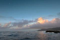 Golven die de toneelkust langs Greymouth in Nieuw Zeeland raken Stock Foto