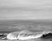 Golven die in oceaan, Vreedzaam Noordwesten verpletteren Royalty-vrije Stock Foto