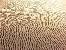 Golven in het zand. Royalty-vrije Stock Afbeeldingen