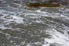 Golven met schuim van het overzees Stock Foto