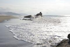 Golven in oceaan en het zand Royalty-vrije Stock Foto