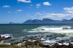 Golven op de Indische Oceaan in Zuid-Afrika Royalty-vrije Stock Foto's