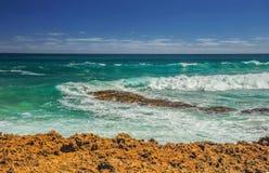Golven op de Vreedzame kust de reis aan Australië Royalty-vrije Stock Afbeeldingen