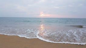 Golven op het strand royalty-vrije stock foto