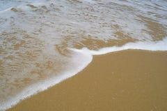 Golven op het strand royalty-vrije stock fotografie