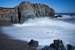 Golven op het strand Royalty-vrije Stock Foto's