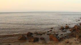 Golven op het strand stock video
