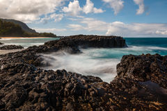 Golven op Makahoa-Punt, Kauai, Hawaï royalty-vrije stock fotografie