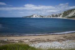 Golven op strand bij Worbarrow-Baai Royalty-vrije Stock Foto's