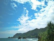 golven rond het strand royalty-vrije stock afbeeldingen