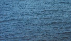 Golven van blauw stil oceaankustlandschap Achtergrondoverzees scape Hiliday de aard van de het perspectiefmening van de panoramah stock afbeelding