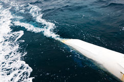 Golven van de boot aan het overzeese close-up Stock Afbeeldingen