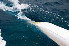 Golven van de boot aan het overzeese close-up Stock Afbeelding