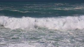 golven van de oceaan stock video