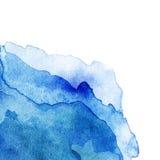 Golvende Abstracte lichtblauwe die waterverfachtergrond op wit wordt geïsoleerd Royalty-vrije Stock Foto's