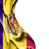 Golvende die het satijnvlag van Andorra op witte achtergrond wordt geïsoleerd vector illustratie