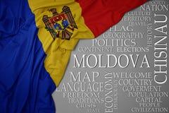 Golvende kleurrijke nationale vlag van moldova op een grijze achtergrond met belangrijke woorden over land royalty-vrije stock foto