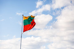 Golvende Litouwse Vlag Royalty-vrije Stock Afbeeldingen