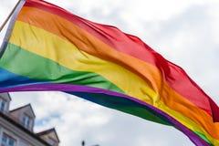 Golvende regenboogvlag Stock Foto's