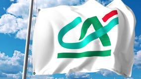Golvende vlag met het embleem van Crédit Agricole tegen wolken en hemel Het redactie 3D teruggeven Stock Afbeelding
