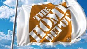 Golvende vlag met het Home Depot-embleem tegen hemel en wolken Het redactie 3D teruggeven Stock Afbeelding