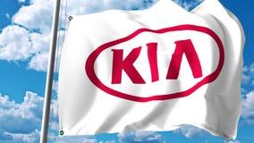 Golvende vlag met Kia Motors-embleem tegen wolken en hemel Het redactie 3D teruggeven Stock Afbeeldingen