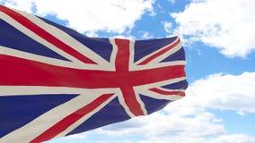 Golvende vlag van het Verenigd Koninkrijk op blauwe bewolkte hemel royalty-vrije stock afbeeldingen