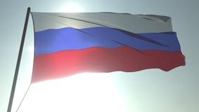 Golvende vlag van Rusland tegen glanzende zon en hemel Realistische loopable 3D animatie stock footage