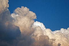 Golvende wolk stock afbeelding
