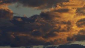 Golvende wolkendag aan nacht stock footage