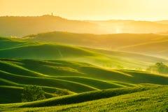 Golvenheuvels, rollende heuvels, minimalistic landschap royalty-vrije stock afbeeldingen