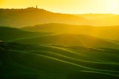 Golvenheuvels, rollende heuvels, minimalistic landschap royalty-vrije stock afbeelding