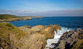 Golvenneerstorting in een Inham langs de Kust van Kaap Breton royalty-vrije stock fotografie