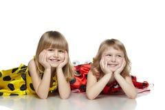 golvflickor liggande två Royaltyfri Fotografi