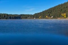 Golyam Beglik水库,保加利亚惊人的秋天风景  库存图片