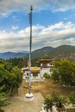 Gom Kora kloster nära Trashigang, östliga Bhutan royaltyfri fotografi