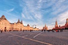 GOM, St Basilicum` s Kathedraal en Spasskaya-Toren op Rood Vierkant in Moskou stock fotografie