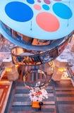 GOMA do cenário de ano novo no quadrado vermelho Ano novo a decoração Flocos de neve película Quadros com desenhos animados Banco imagem de stock