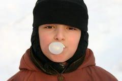 Goma do menino e de bolha Imagens de Stock Royalty Free