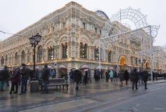 GOMA universal de la tienda de la tubería de la decoración de los días de fiesta del Año Nuevo de la Navidad, Plaza Roja en Moscú Imagenes de archivo