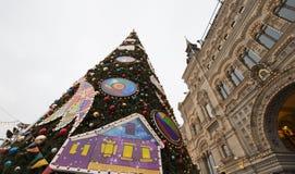 GOMA universal de la tienda de la tubería de la decoración de los días de fiesta del Año Nuevo de la Navidad, Plaza Roja en Moscú Foto de archivo libre de regalías