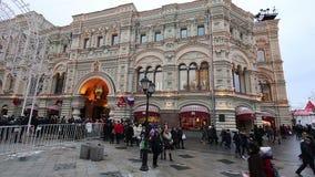 GOMA universal de la tienda de la tubería de la decoración de los días de fiesta del Año Nuevo de la Navidad, Plaza Roja en Moscú metrajes