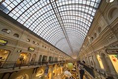 GOMA universal Moscú, Rusia de la tienda de la tubería interior Fotos de archivo