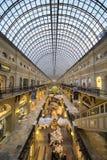 GOMA universal Moscú, Rusia de la tienda de la tubería interior Fotos de archivo libres de regalías