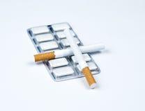 Goma y tabaco de la nicotina. Fotografía de archivo