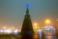 Gomel, Λευκορωσία - 28 Δεκεμβρίου 2017: Νέος φωτισμός έτους ` s στο κύριο τετράγωνο της πόλης Μικρές αρχιτεκτονικές μορφές στοκ εικόνα