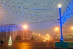 Gomel, Λευκορωσία - 28 Δεκεμβρίου 2017: Νέος φωτισμός έτους ` s στο κύριο τετράγωνο της πόλης Μικρές αρχιτεκτονικές μορφές στοκ εικόνες με δικαίωμα ελεύθερης χρήσης