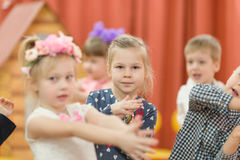 Gomel, Λευκορωσία - 2 Μαρτίου 2017: μια συναυλία gala στον παιδικό σταθμό που αφιερώνεται στην περίπτωση της 8ης Μαρτίου στοκ εικόνες με δικαίωμα ελεύθερης χρήσης