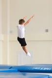 Gomel, Λευκορωσία - 12 Νοεμβρίου 2016: Αθλητικοί ανταγωνισμοί στο acrobatics μεταξύ των αγοριών και των κοριτσιών γεννημένων το 2 Στοκ φωτογραφία με δικαίωμα ελεύθερης χρήσης